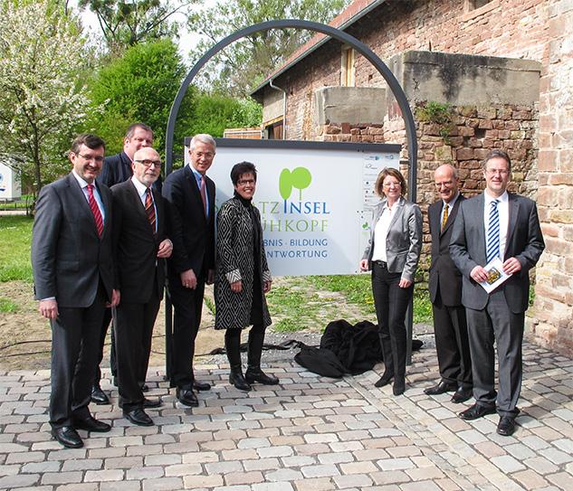 April 2014 eröffnete die hessische Ministerin für Umwelt, Klimaschutz, Landwirtschaft und Verbraucherschutz Priska Hinz die Ausstellung Mitten im Flus