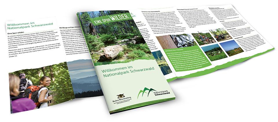 Broschüren und Flyer orientieren sich an den im Manual festgelegten Designvorgaben.